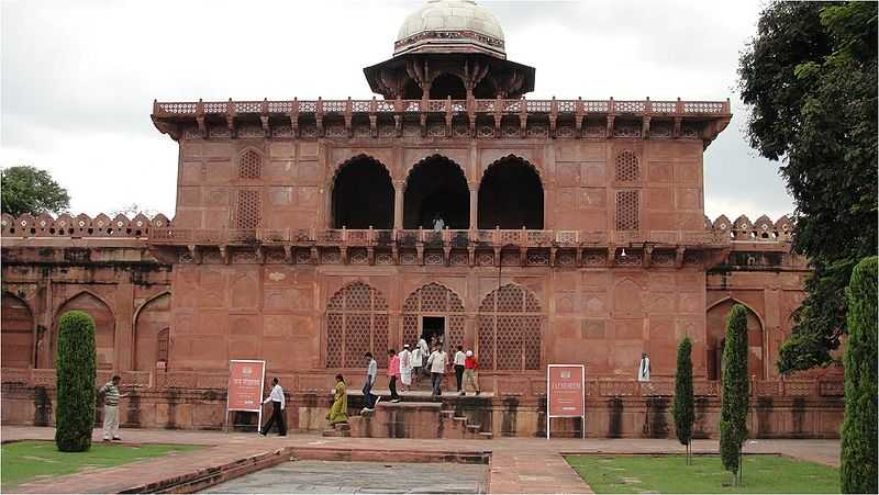 Top Tourist Sites in Agra